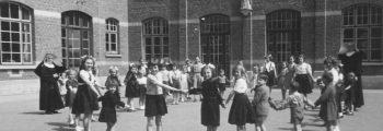 1930 – Bouw van extra klassen en feestzaal.